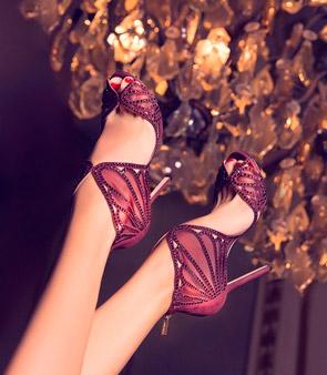 Красивая обувь с открытым носком