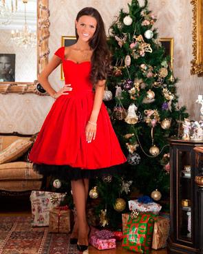 Красивое платье из красного бархата