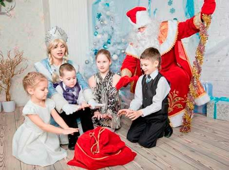 Новогодний праздник в детсаду с детьми